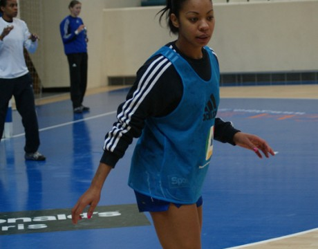 handball-france-katty-piejos-debout-11-2010.jpg